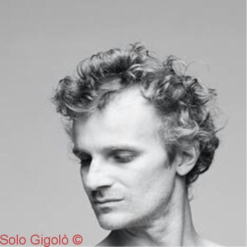 Chris Gigolo Amo il teatro l'opera ma anche serate in discoteca cene di gala o serate di tipo privato