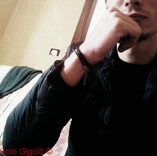 Damon Gigolo Sono un ragazzo molto sincero dico sempre quello che penso, non amo perdere tempo