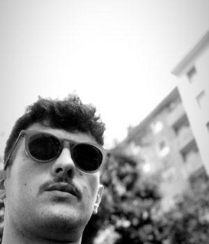 Giovanissimo Gigolò di 19 anno PER SOLE DONNE!!